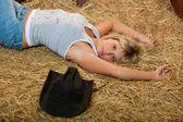 Girl resting on hay — Stockfoto