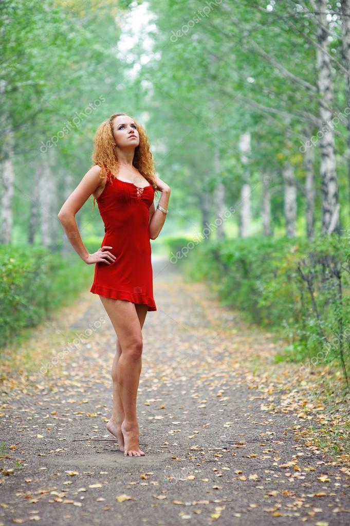 Фотосессия снимает платье