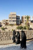 Zahalené ženy v centru sanna jemen — Stock fotografie