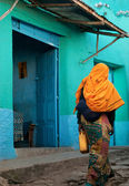 Harar ethiopia colorful old town walled city woman walking — Stock Photo
