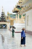ミャンマー ヤンゴンのシュエダゴン パゴダ寺 — ストック写真
