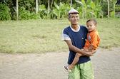 Muž s dítětem v bali indonésie — Stock fotografie