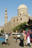 Gatan scenen med moskén i kairo gamla staden egypten — Stockfoto