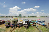Tourist boats on phnom penh riverside cambodia — Stock Photo