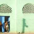 Veiled girls by mosque in harar ethiopia — Stock Photo