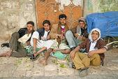Boys chewing khat in sanaa yemen — Stock Photo