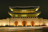 Gwanghwamun gate of Gyeongbokgung palace landmark in seoul south korea at night — Foto de Stock