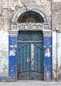 在叙利亚阿勒颇的传统装饰的门 — 图库照片