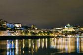 Bord de la rivière vue de porto par nuit au portugal — Photo