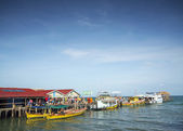 Ferries at koh rong island pier in cambodiaferries at koh rong i — Stock Photo