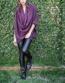 Kvinnliga mode modell poserar — Stockfoto