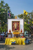 Shrine to the king of thailand in bangkok — Stock Photo