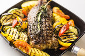 Beef steak with grilled vegetables — Stock Photo