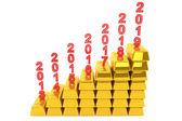 понятие инвестиций. стек золотых слитков с годами — Стоковое фото