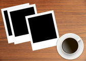 Polaroid Film Vintage empty photo cards and cup of coffee on woo — Stockfoto