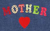 Anne-yazı j üzerinde el yapımı kağıt mektuplar ve kırmızı kalp — Stok fotoğraf