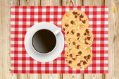 Delicious raisins and chocolate cake with cup of coffee on napki — Stock Photo