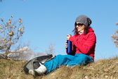 Female hiker using cell phone ontop of mountain — Stock Photo