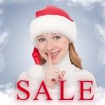 vánoční prodej a šťastná mladá žena — Stock fotografie