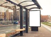 Billboard, afiş, boş, beyaz otobüs durağında — Stok fotoğraf
