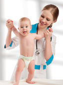 Pediatrician woman doctor holding baby — Photo