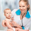 baby and doctor pediatrician. doctor listens to the heart with s — Stock Photo