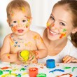 Mother and baby paint colors hands dirty — ストック写真