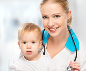 Doctor pediatrician and patient happy child baby — Stock Photo