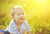 Face of a happy baby girl on nature summer — Foto de Stock