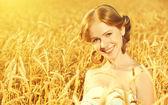 Beautiful happy girl in wheat field in summer — Stock Photo