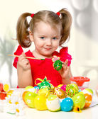 Girl paints eggs — Stock Photo