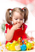 Girl paints eggs — Stock Photo