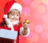 小女孩穿着圣诞老人 — 图库照片
