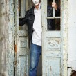 Foto Stock: Guy mime against old wooden door.