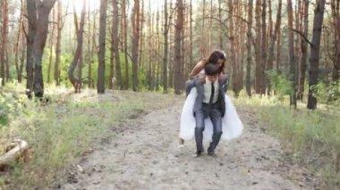 Groom carries his bride — Stock Video