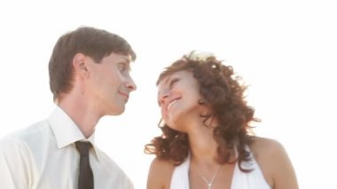 Nowożeńcy na zachodzie słońca — Wideo stockowe