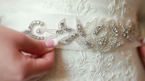Vestido de novia de la cintura — Vídeo de stock