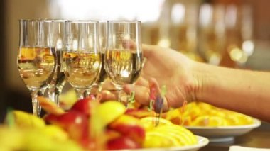 Champagne and wine on a celebratory banquet — Vídeo de Stock