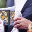 Orthodox icons in church during wedding ceremony — Stock Video