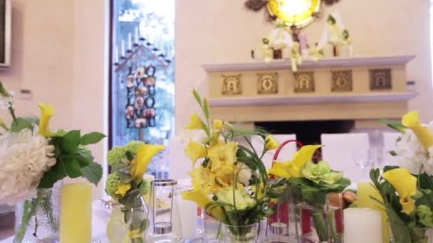 Recién casados mesa festiva — Vídeo de stock