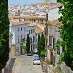 Steep street of Spanish white town Antequera — Stock Photo