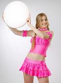 Blonde in roze met leeg bord — Stockfoto