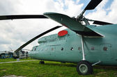 Last helikoptern på flygfältet — Stockfoto