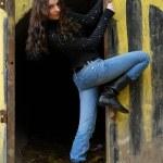 Teenage girl near graffiti wall — Stock Photo