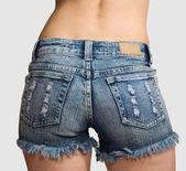 Heupen van meisje in blauwe korte broek — Stockfoto