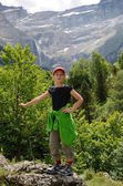 Youth hiker against the mountain cirque of Gavarnie — Stock Photo