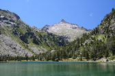 Summer view of the mountainous lake in Pyrenees — Stock Photo