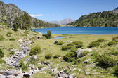 Mountainous lake d'Aumar in the French Pyrenees — Stock Photo