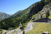 Summer view with mountain road in Pyrenees — Stock Photo