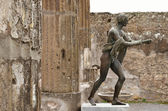 Excavated sculpture in the ruins of the ancient city Pompeii — Stock Photo